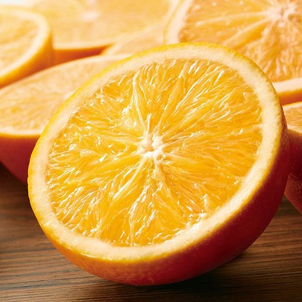 香りの成分にはスイートオレンジの果皮から抽出したエッセンシャルオイルを使用しています。
