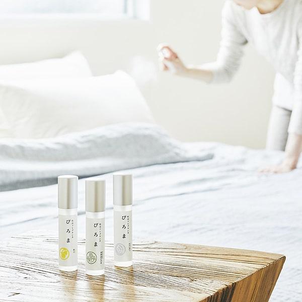 お休みの前に枕に吹きかければ心地よいアロマの香りが枕元をやさしく包み込みます。