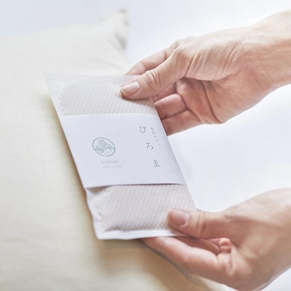 枕本体に貼り付けるサシェ(香り袋)タイプの枕用アロマ